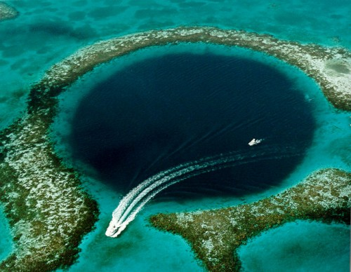 Great Blue Hole e1300210038147 10 of the Worlds Most Amazing Geological Wonders