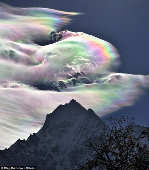 tumblr li695ygMwT1qb129wo1 500 Amazing Rainbow Over Mount Everest