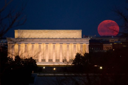 The Super Moon over the Lincoln Memorial